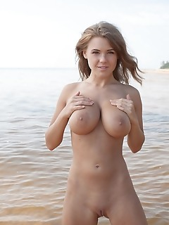 Viola bailey lorena throws all her cautions and playfully poses at the lake, flaunting her irresistable tight details